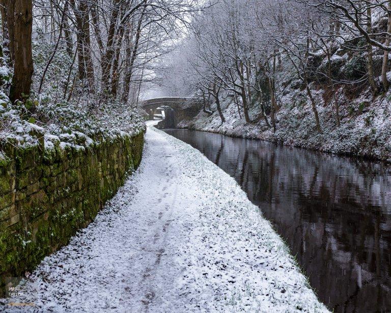 winter-snow-huudersfiled-narrow-canal