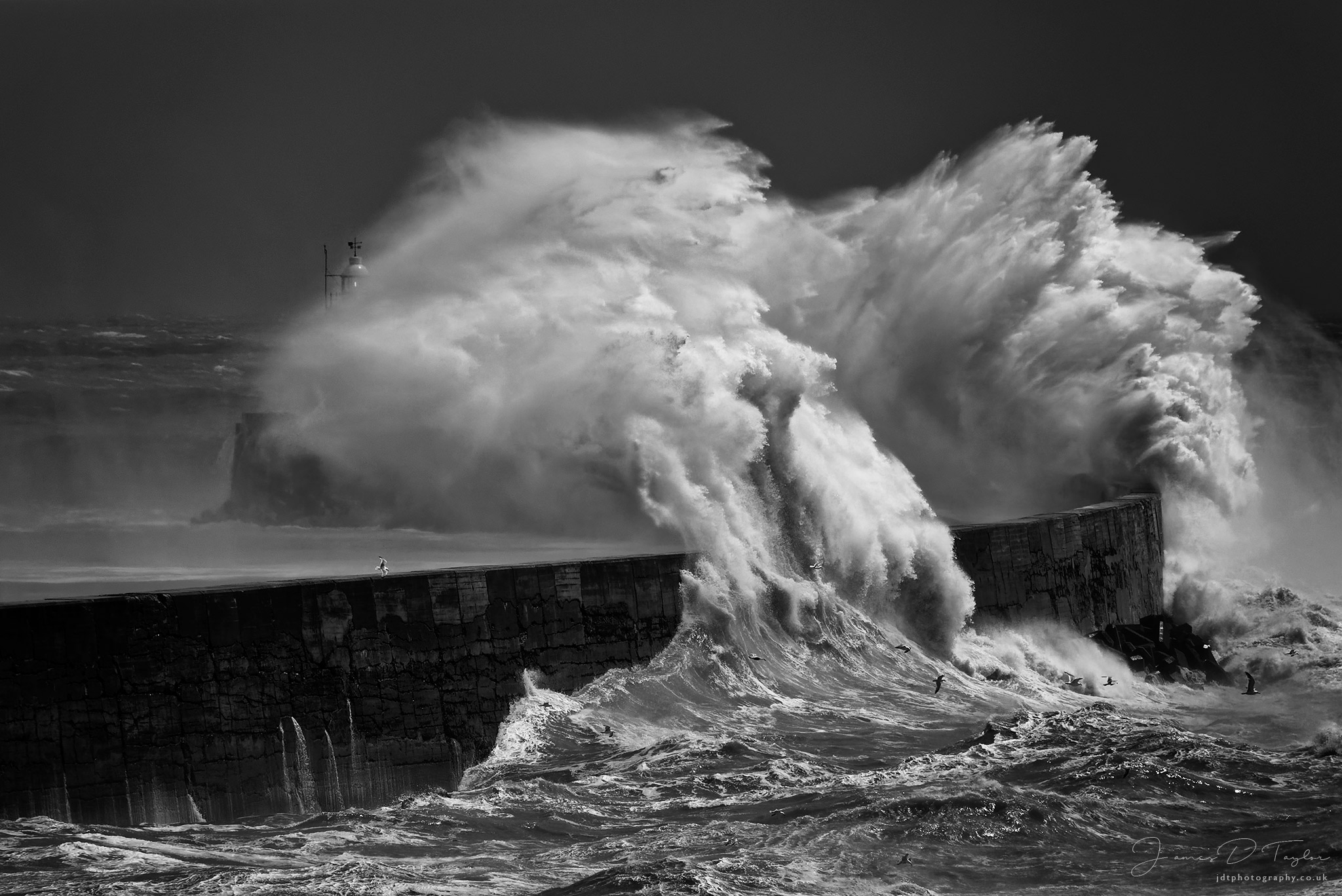 coast-crashing-waves-lighhouse-newhaven