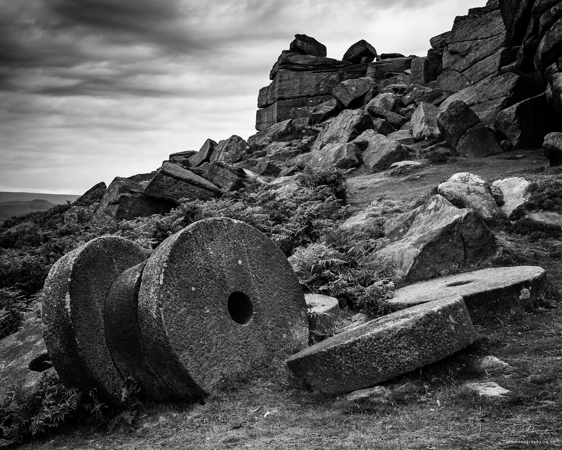 peak-district-in-black-and-white-millstones