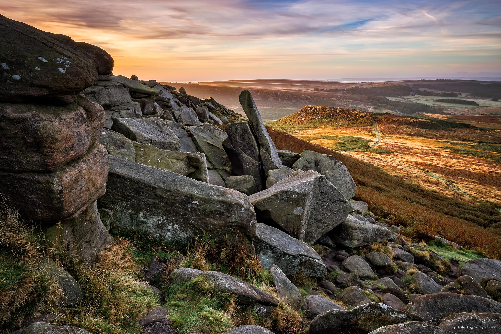 peak-district-in-colour-sunrise-higger-tor