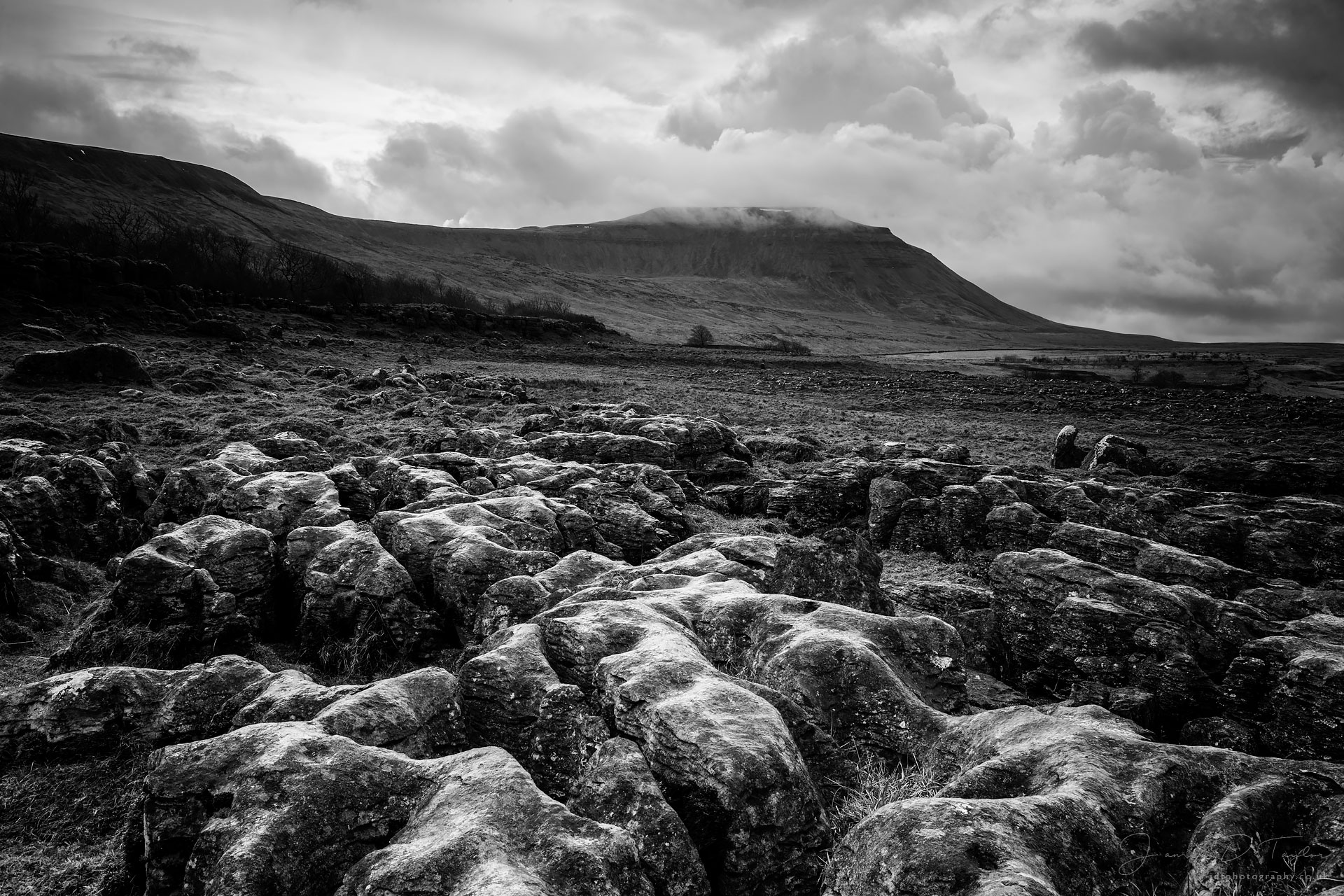 jdtphotography.co.uk-ingleborough-low-cloud