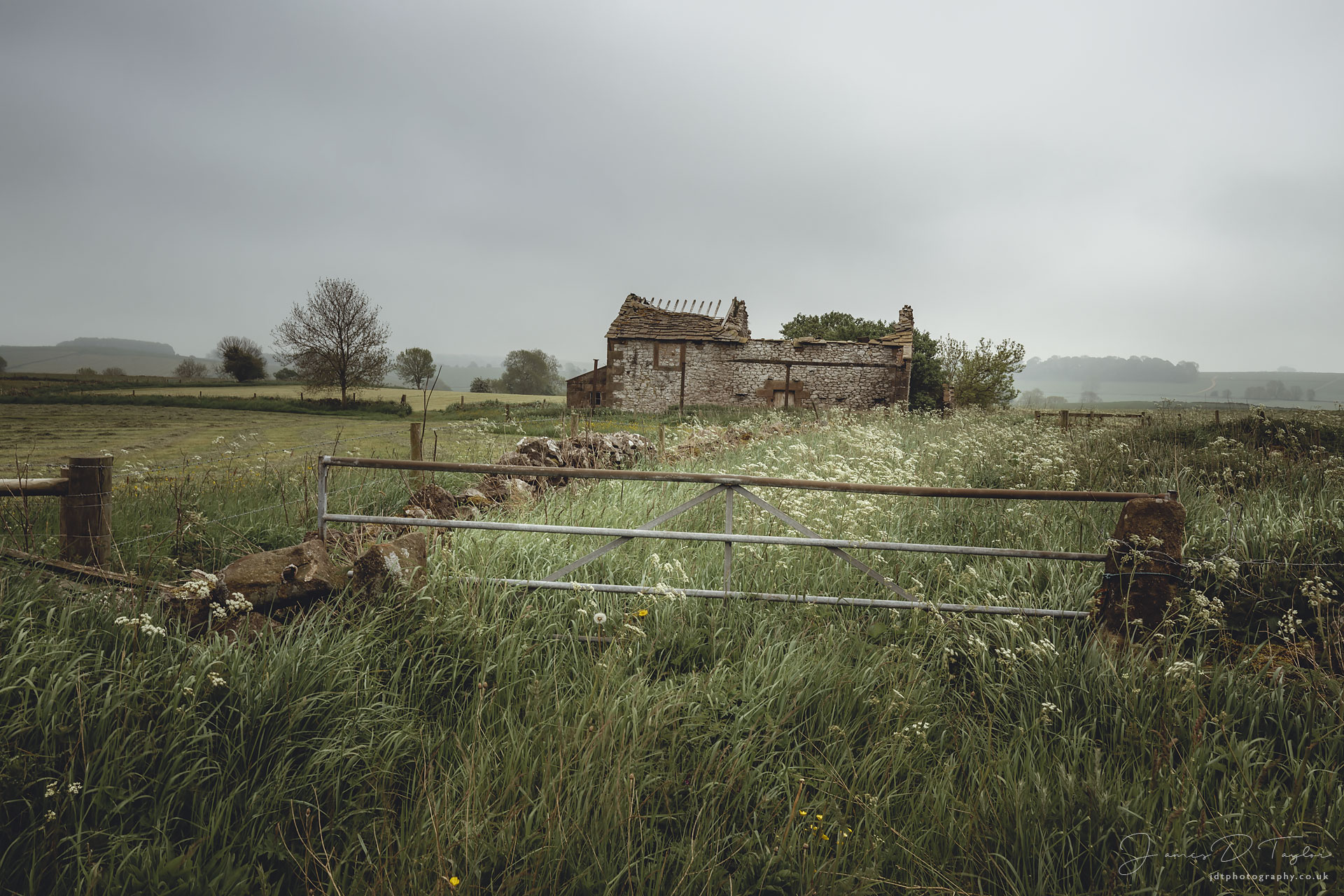 jdtphotography.co.uk-matte-barn-fog-spring