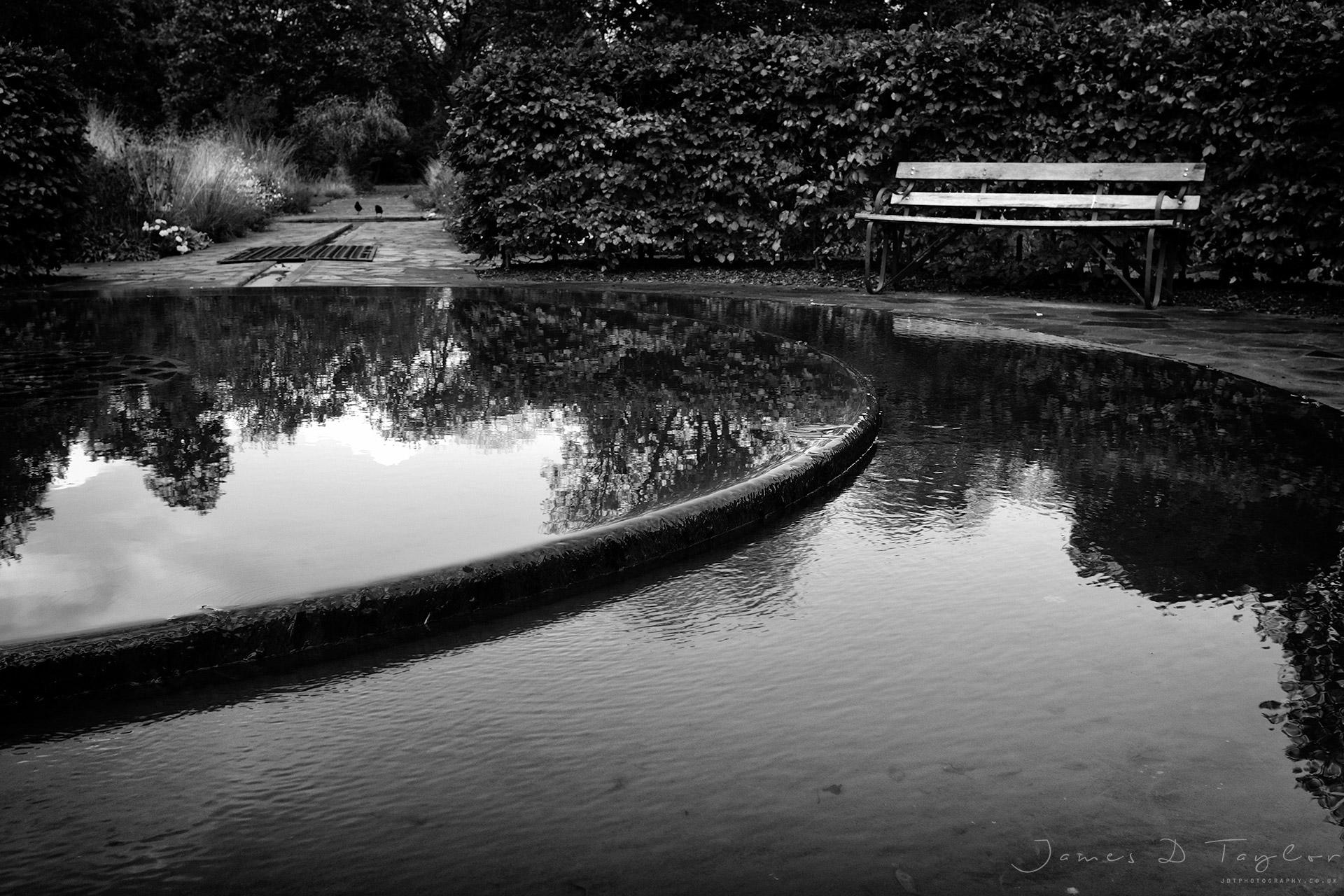 bnw_fountain_victoria_park_fujix100f_acrosG